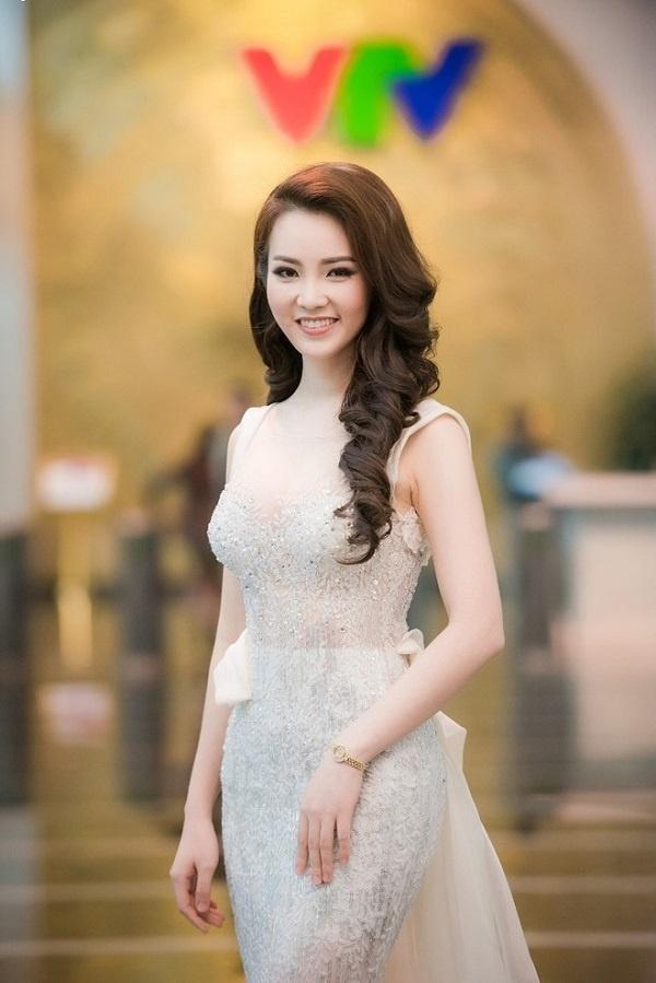 Khi Hoa hậu Việt chuyển sang làm MC: Người tự tin, kẻ liên tục nói vấp