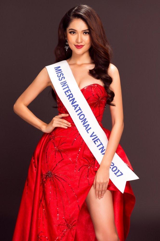 Á hậu 2 của Hoa hậu Việt Nam 2016 bất ngờ xuất hiện trong vai MC song ngữ