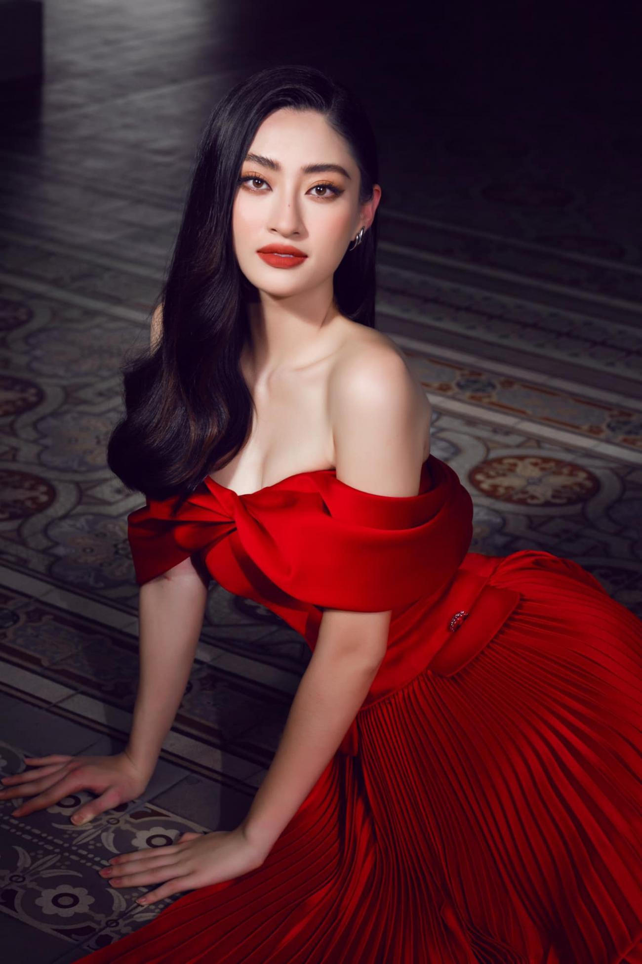 Hoa hậu Lương Thùy Linh ngày càng nóng bỏng