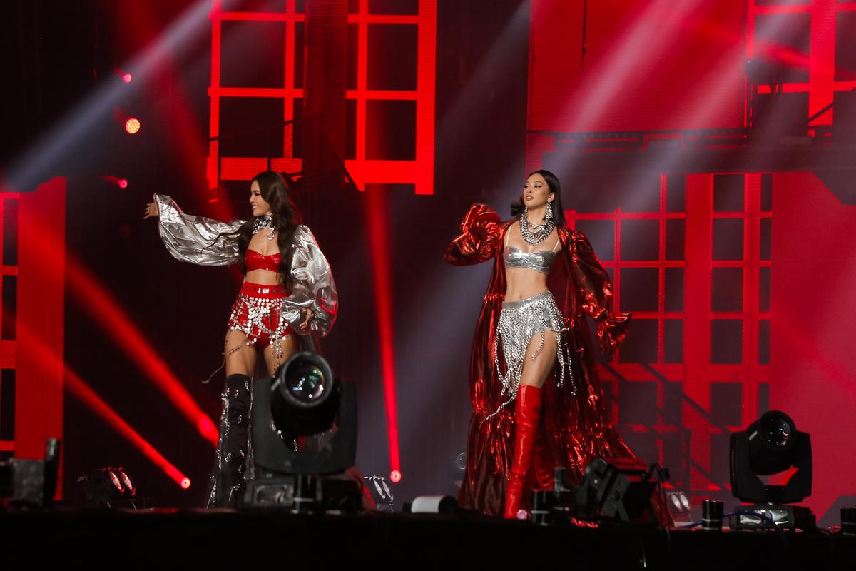 Mẫu nhí Bảo Hà catwalk cùng hoa hậu Tiểu Vy, Minh Tú