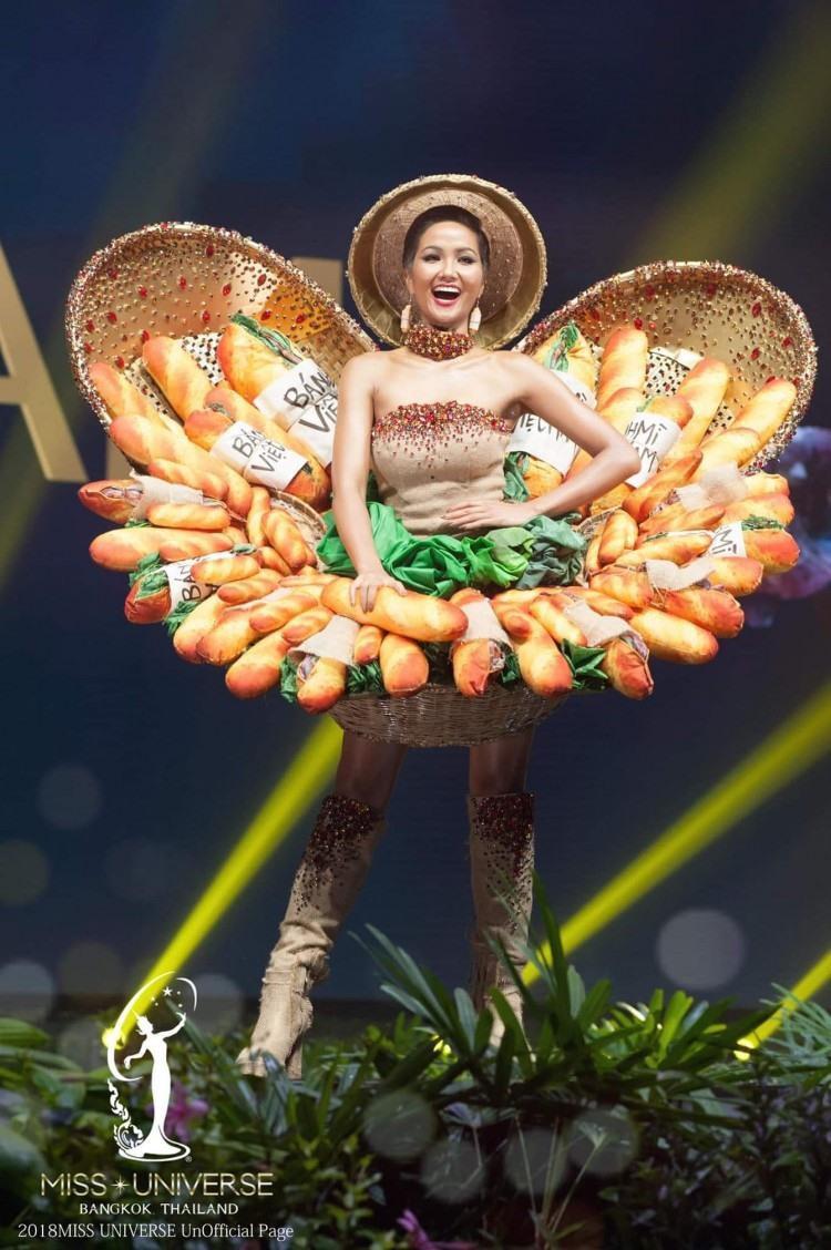 Hé lộ top 10 trang phục dân tộc đẹp nhất thập kỷ, Việt Nam cũng có một thiết kế lọt top