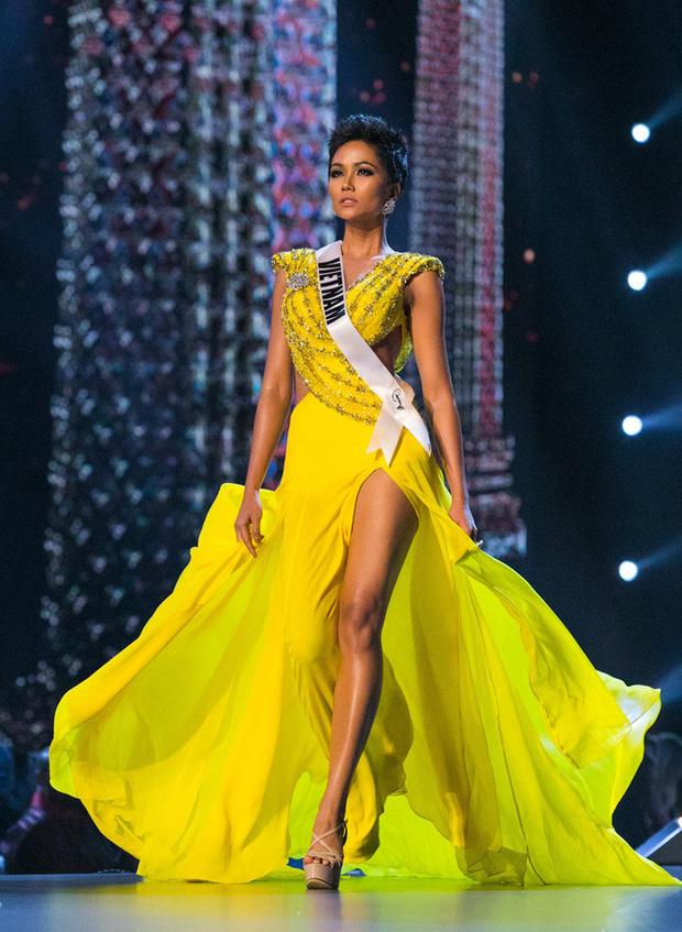 Ngắm nhìn 5 thiết kế váy đẹp nhất của Việt Nam trên sàn đấu quốc tế