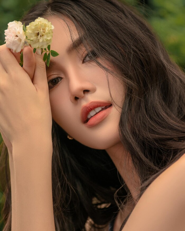 Á hậu Phương Anh đón sinh nhật tuổi 23 với bộ ảnh đẹp tựa sương mai: Sắc vóc đúng chuẩn Hoa hậu Quốc tế