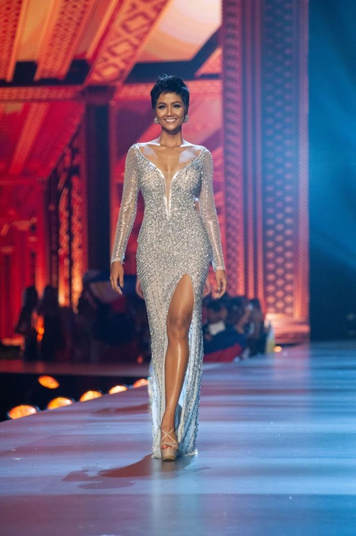 Hoa hậu H'Hen Niê vào Top 20 bộ váy dạ hội đẹp nhất trong các cuộc thi Hoa hậu toàn cầu
