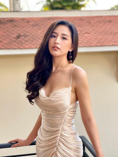Mai Phương Thuý 'đụng váy' Hoàng Thuỳ, Bảo Anh