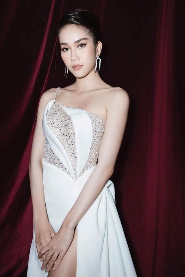 Missosology giới thiệu Á hậu Phương Anh, fan quốc tế tròn mắt vì thành tích học tập của cô